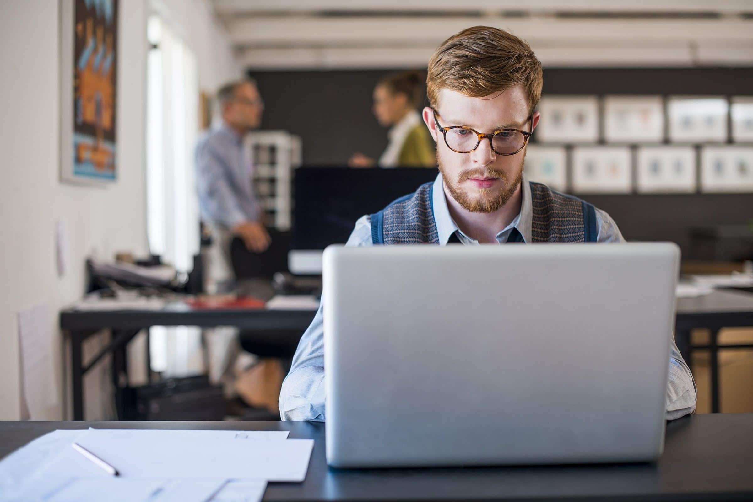 O que é um software de gestão de despesas reembolsáveis?