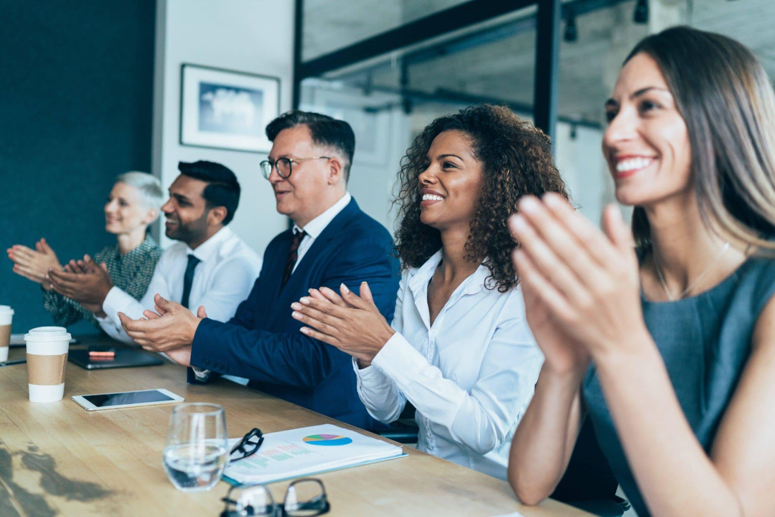 ¿No sabe cómo motivar a los colaboradores? ¡Consulte las 8 mejores formas!